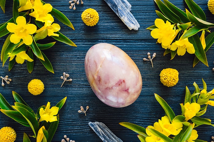 Ostara - Egg with crystals and yellow flowers